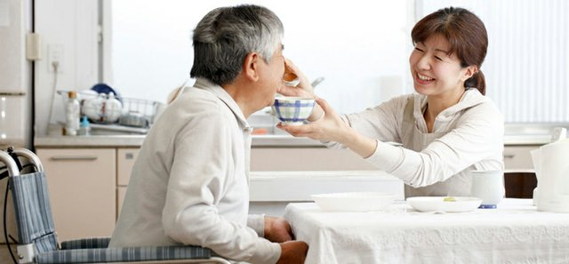 Tips to Make Mealtime Easier for People with Dementia